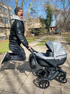Християна и Ивайло с нова количка за малката Ерика
